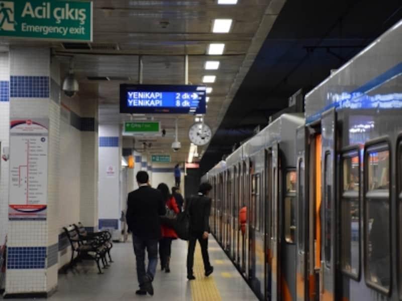 空港行き地下鉄