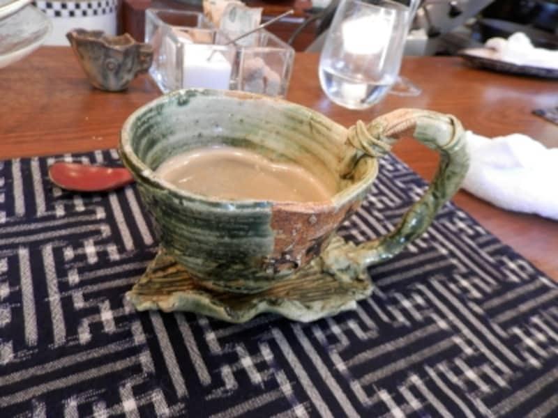 ソーサーとカップが一体に!