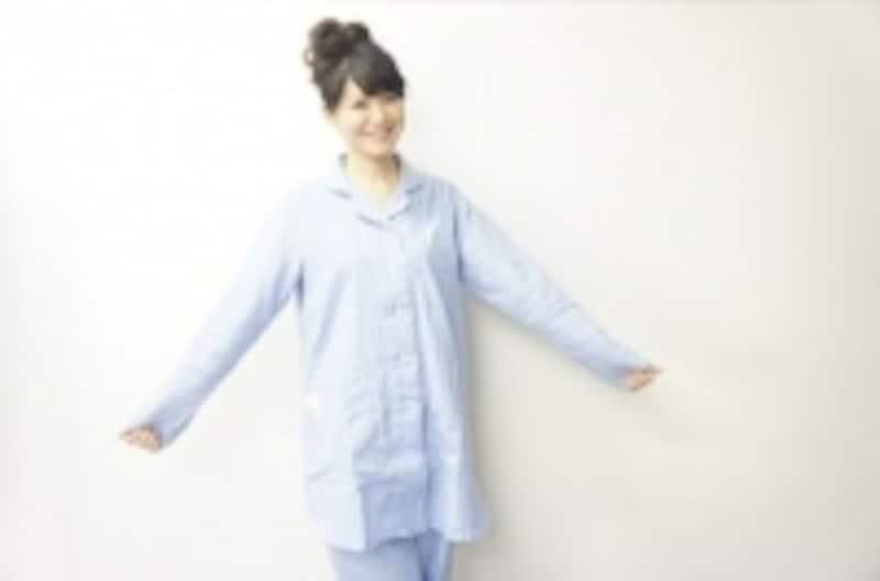 夏でも冷房を使用するので、長袖、長ズボンが理想的です。