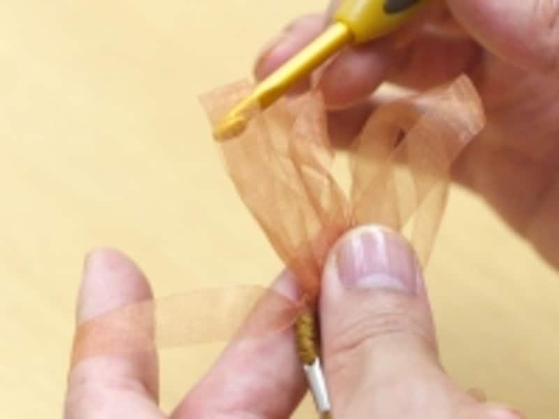 かぎ針を移動させる