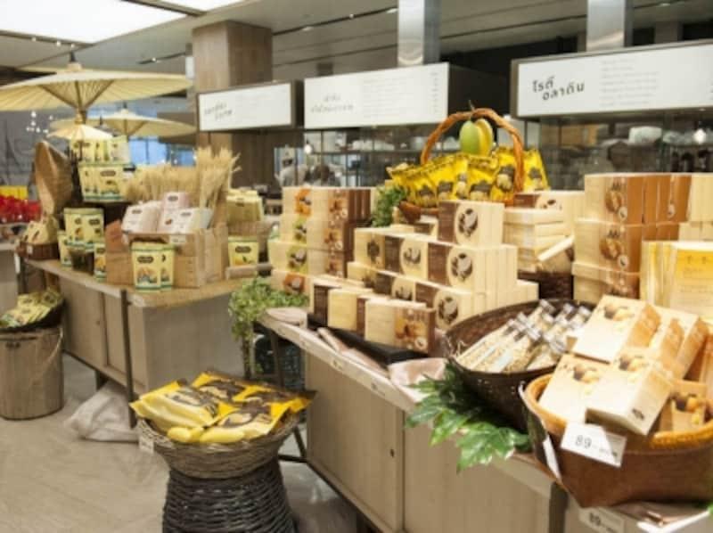 タイならではの材料を使ったお菓子が綺麗なパッケージになって登場