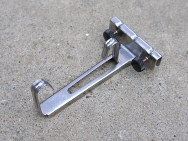 オーニング風サンシェード(日除け)のDIYに必要な道具:サッシ用取り付け金具