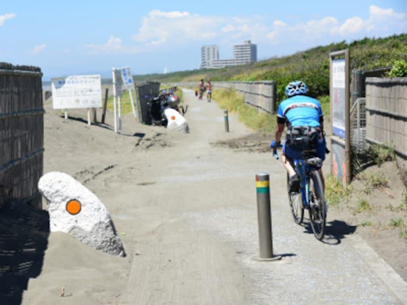 江ノ島-茅ヶ崎間の海辺のサイクリングコース