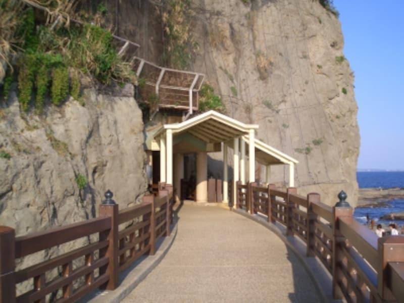 江の島岩屋入口(写真提供:藤沢市観光協会)