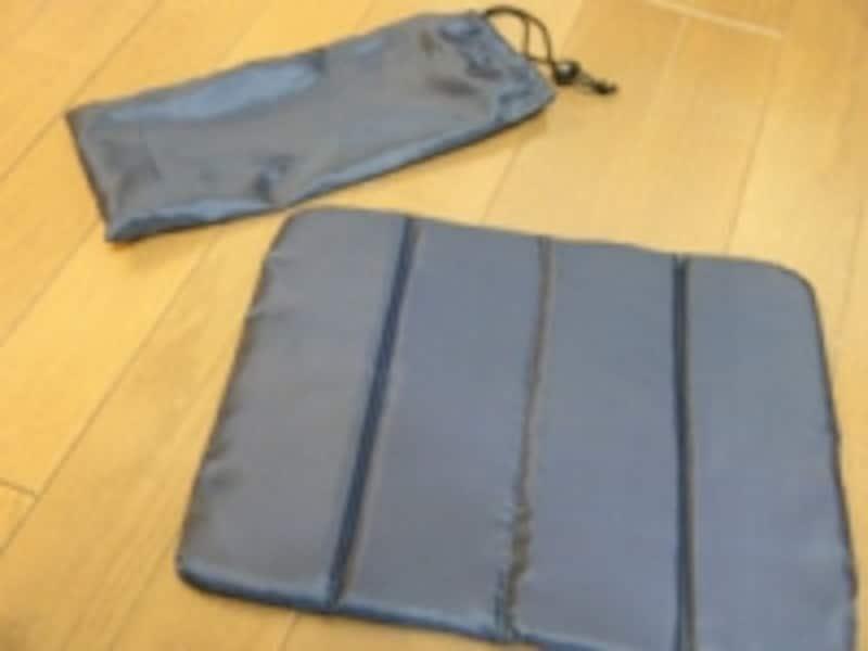 畳んで携帯できるウレタンの座布団105円