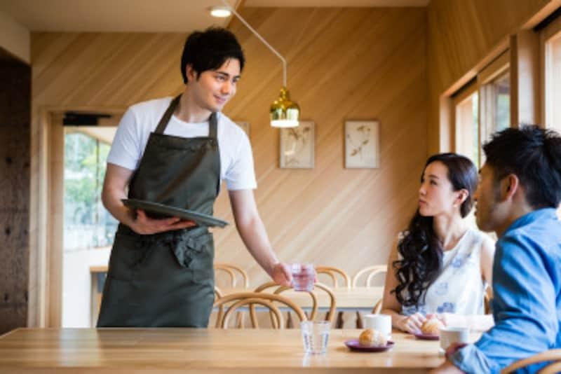 """本物のいい男の特徴:食事の場面は、彼の""""威張り度チェック""""にぴったり"""
