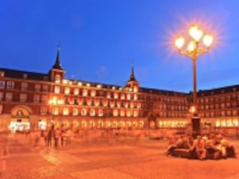 夜のマヨール広場
