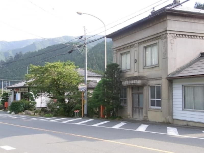 埼玉・名栗郵便局の新旧局舎