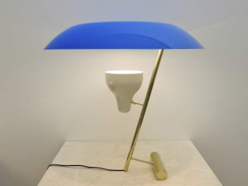 ブルーの笠のテーブルランプ画像undefined●クリックすると拡大します。