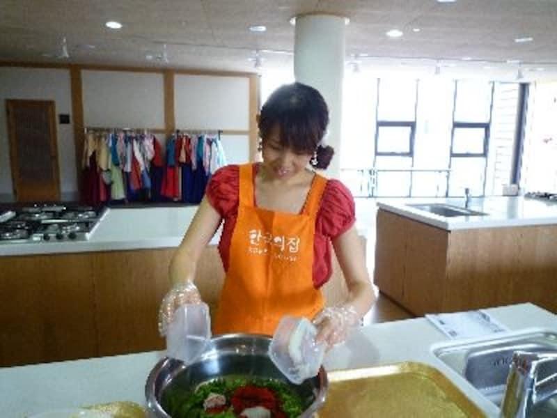 ガイドも体験ものが大好き!これまでにもいろいろな体験プログラムにトライしてきましたが、教わらないとなかなか分からない韓国文化に触れることができ満足です!特に料理は日本に帰ってからも実践できるのでオススメです!