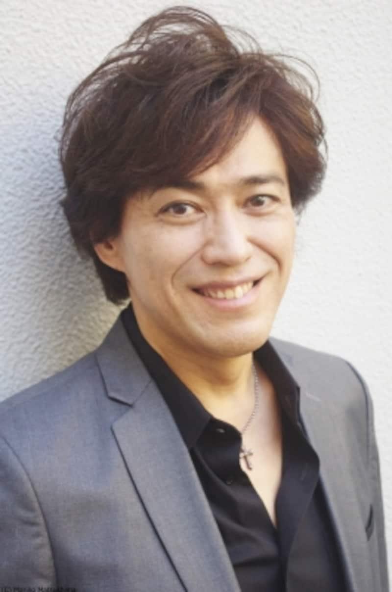 石井一孝undefined68年東京生まれ。92年『ミス・サイゴン』でデビューし94年『レ・ミゼラブル』ではマリウス役に抜擢、後にジャン・バルジャンも務める。第35回菊田一夫演劇賞を受賞。代表作に『マイ・フェア・レディ』『蜘蛛女のキス』『キャンディード』、ディズニー『アラジン』アラジン役(歌)等。シンガーソングライターとして6枚のCDをリリース。最新作『Treasuresinmylife』。1月にはソロコンサートを開催。(C)MarinoMatsushima