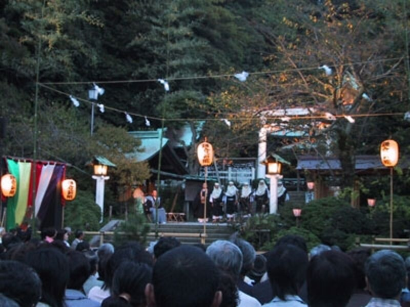鎌倉の秋の風物詩「薪能」(写真提供:鎌倉市観光協会)