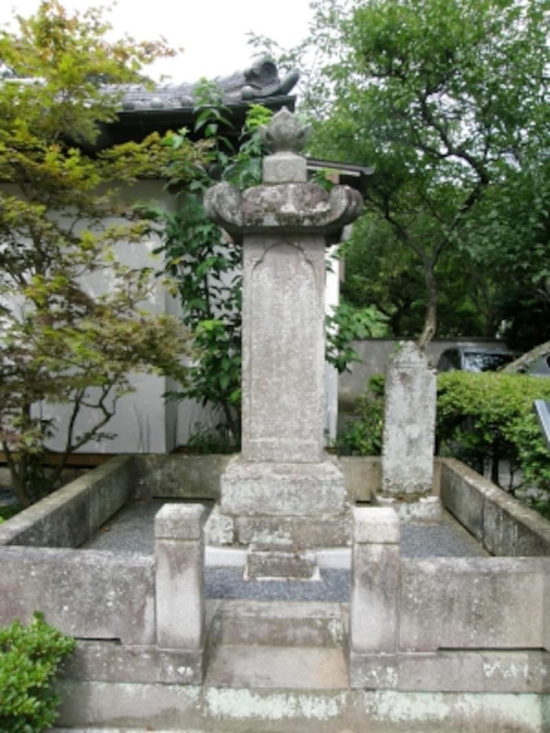 駿河大納言忠長の墓