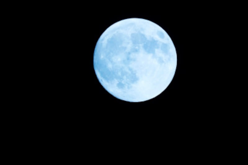 「月」はフランス語で何と表現する?