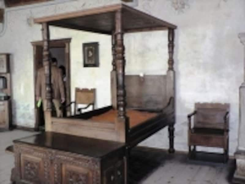 シヨン城の寝室