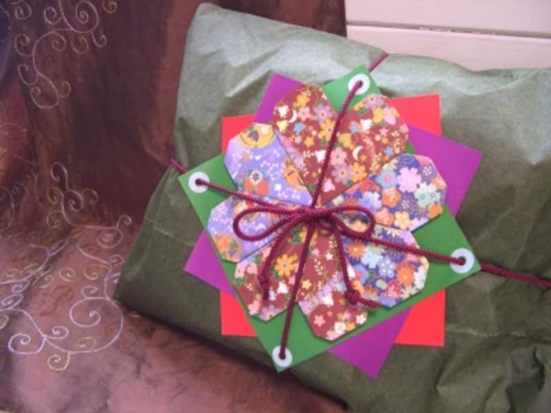 折り紙で華やかなラッピング