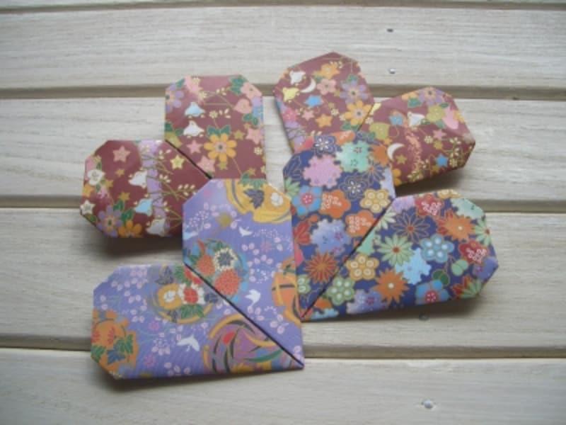 柄つき折り紙で折ると楽しいハート型