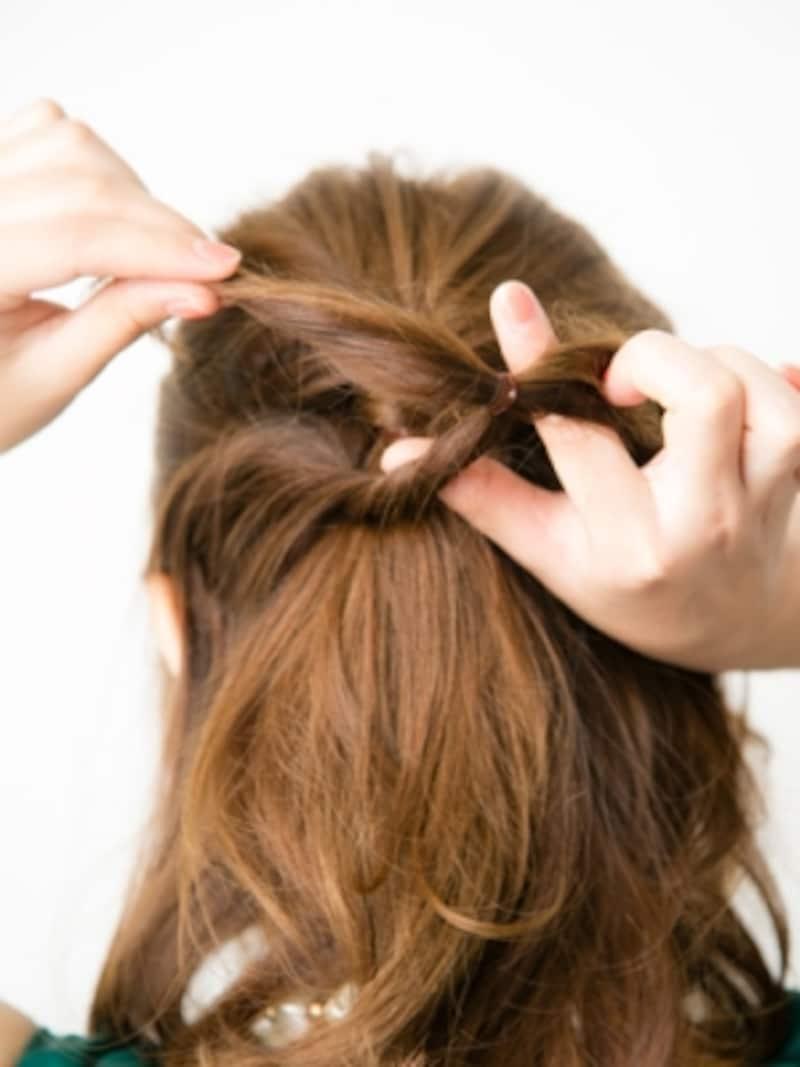 4で結んだ髪もくるっと通す
