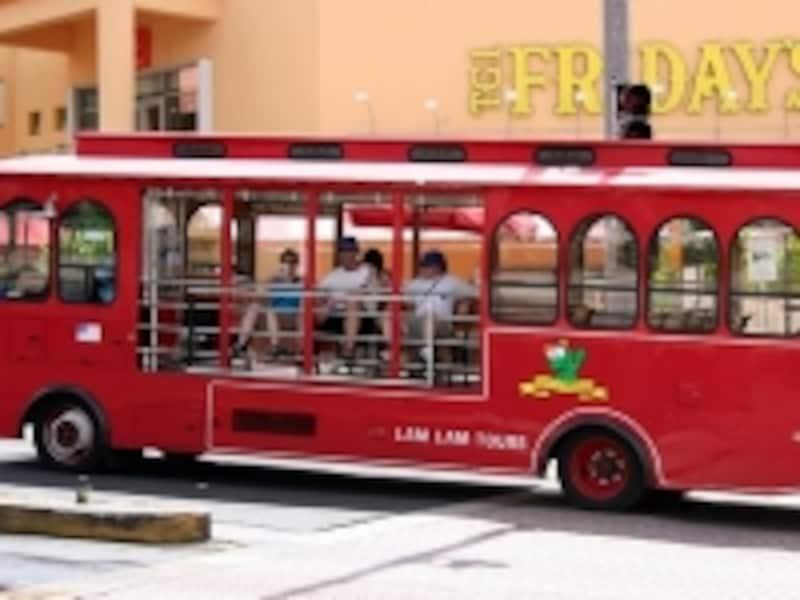 無料送迎バスや割安なシャトルバスを利用してアクセス