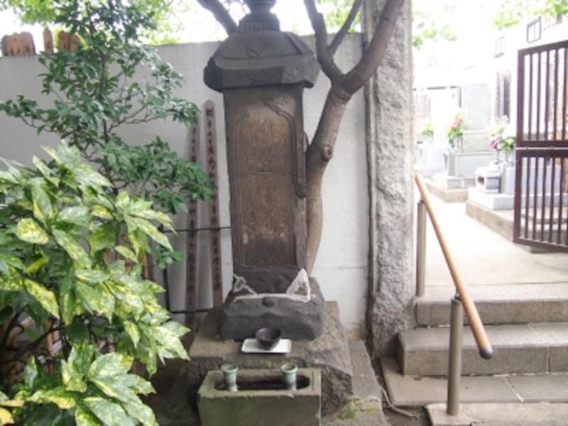 花魁二代目高尾の墓
