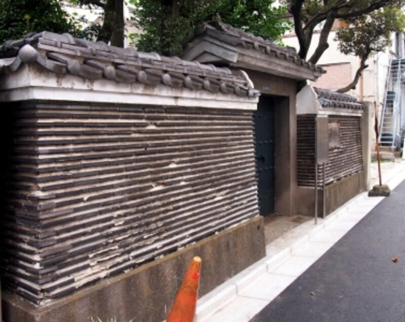 見事な築地塀だ