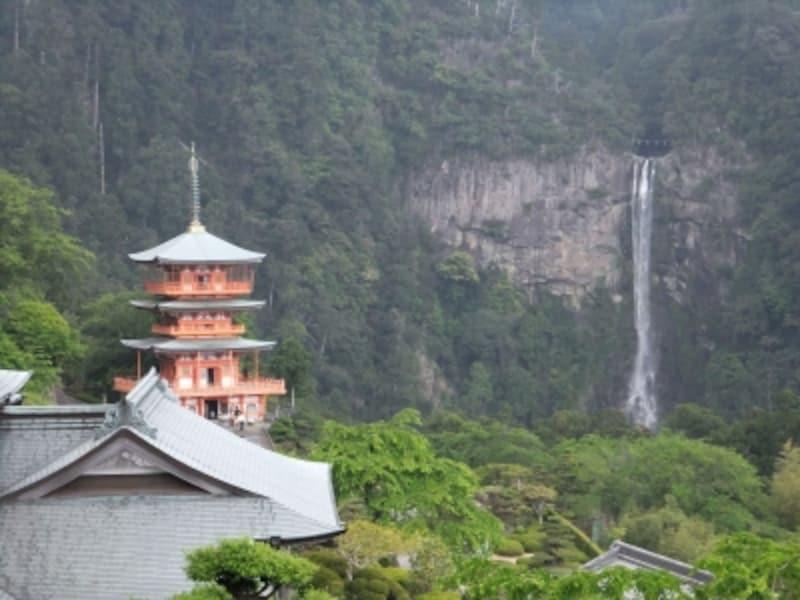 青岸渡寺(3)/三重塔と那智の滝
