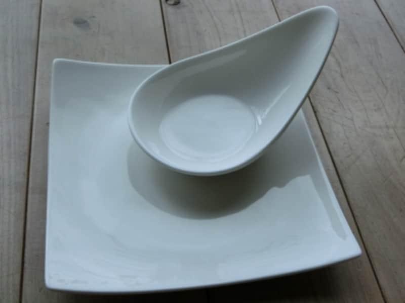 シンプルな白のお皿。ダイソーの商品。