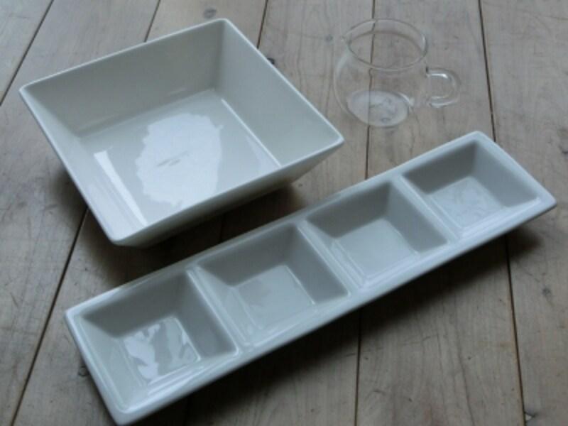 シンプルな白の、スクエアのお皿。ダイソーの商品