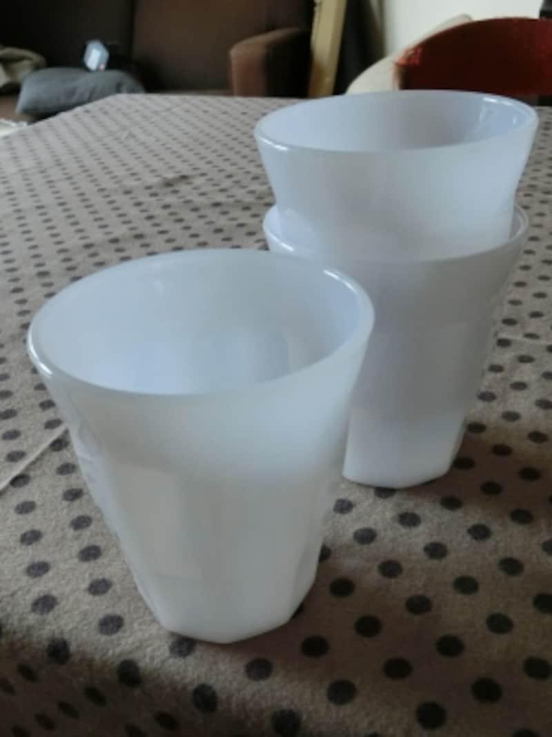 樹脂製の乳白色のコップ。ONLY1の商品