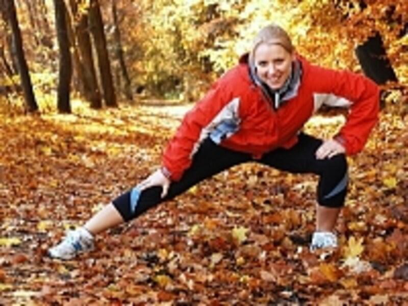 硬い体は怪我の元です。運動前は勿論、普段から簡単ストレッチで柔軟性をつけておきましょう。