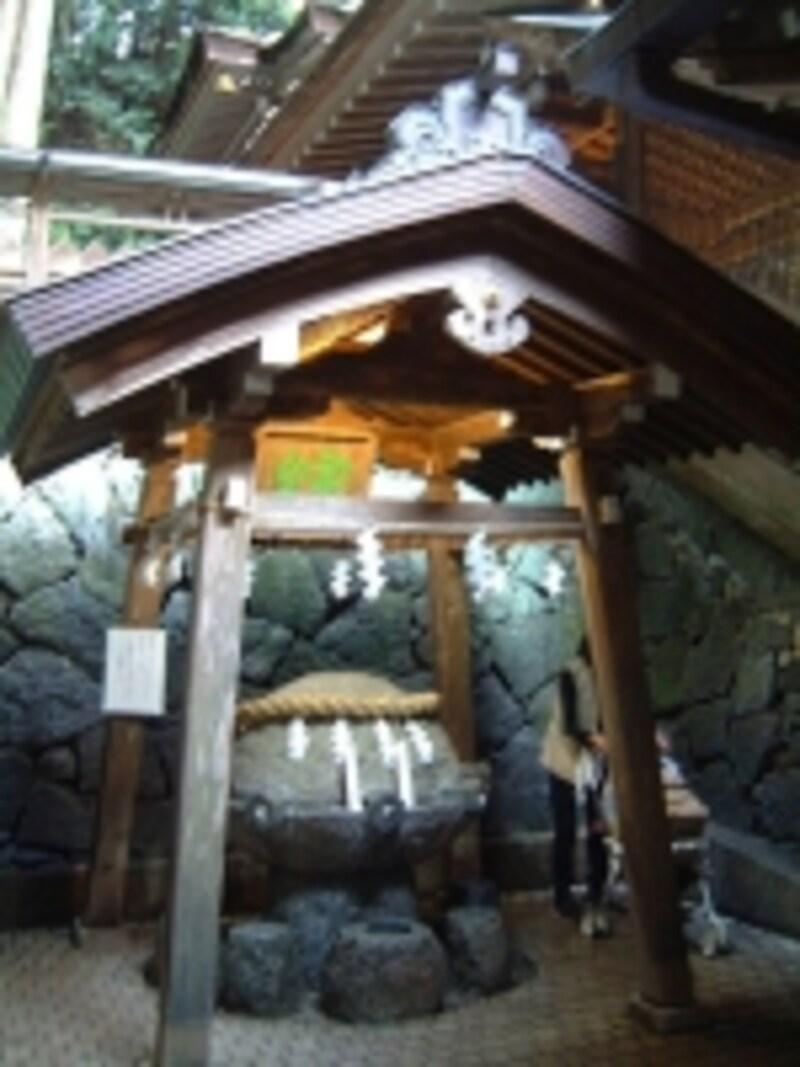 狭井神社(3)/薬井戸