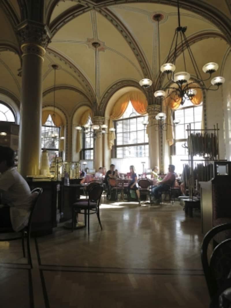 老舗のカフェ・ツェントラル、店内の画像undefined●クリックすると拡大します。