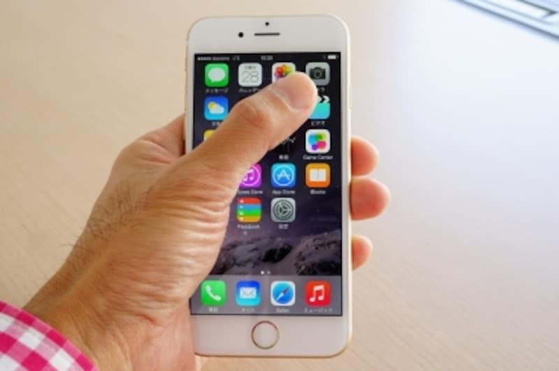 iPhone6を持った様子