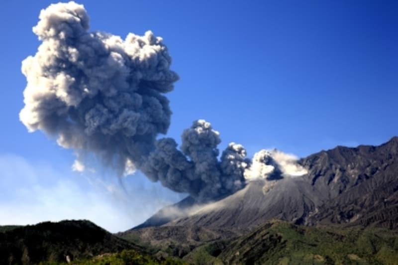 活火山が噴火したときの逃げ方と注意したいポイント