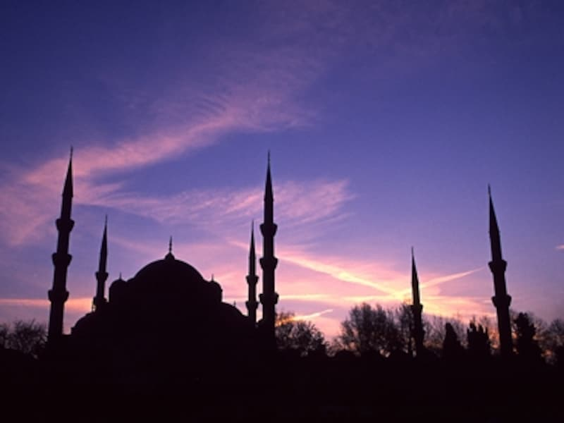 ブルー・モスクの夜景。新市街も旧市街も夜景が本当に美しい©牧哲雄