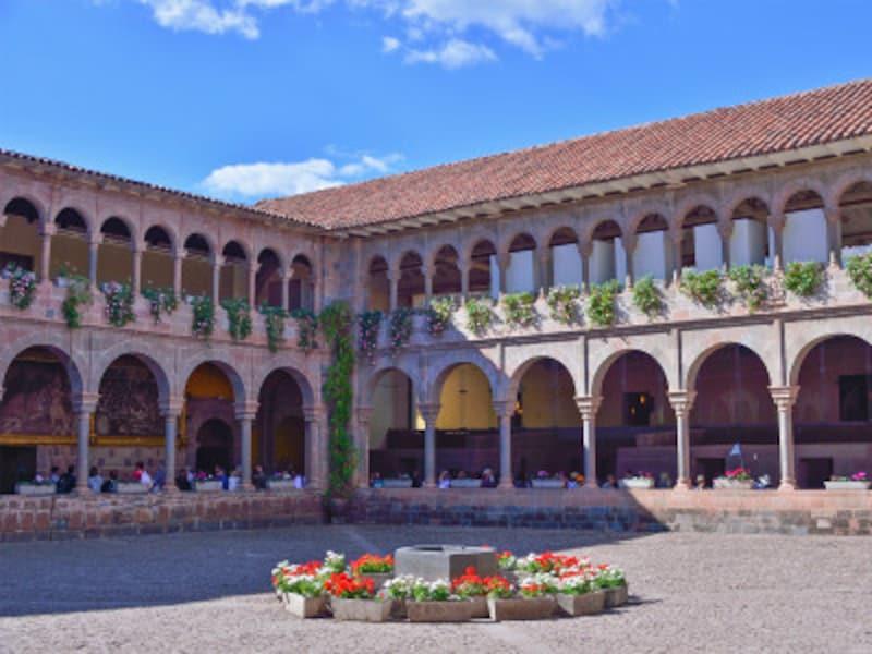 サント・ドミンゴ修道院の中庭・回廊