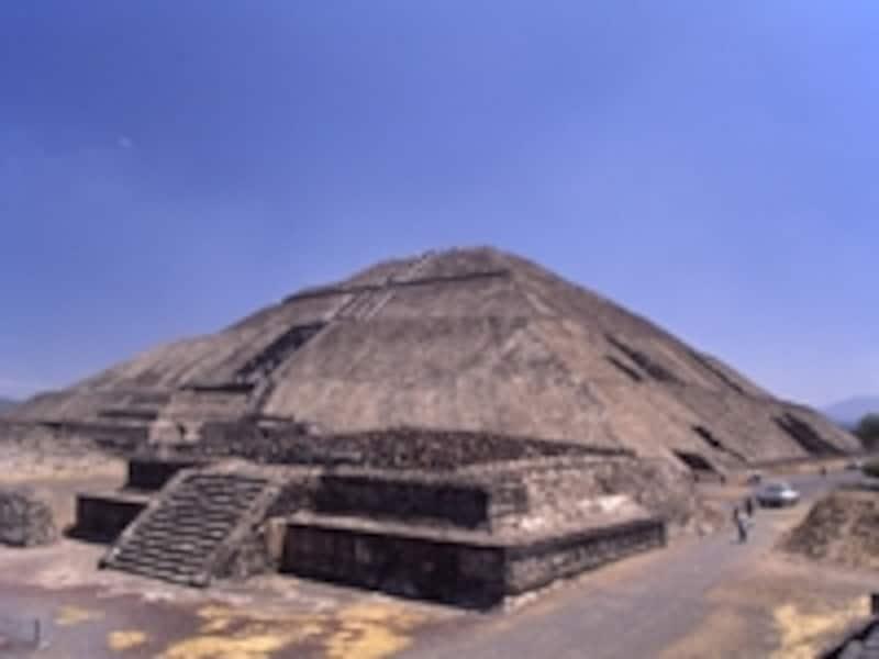 太陽のピラミッド。このピラミッドには神々の像がいっさいなく、これも謎とされている©牧哲雄