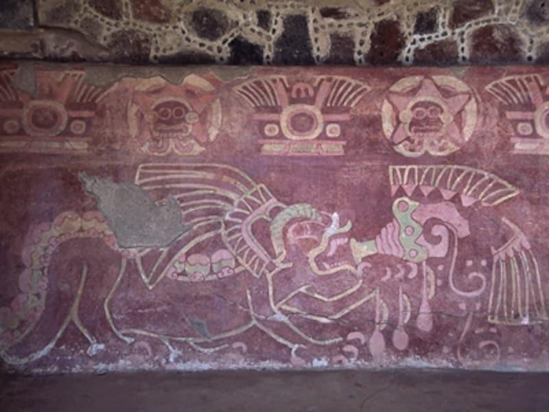 ジャガーの神殿、ホラ貝を吹くジャガーの壁画。ジャガーはオルメカからマヤまで、非常に広い時代・範囲にわたって、神と関係が深い動物として崇められていた©牧哲雄