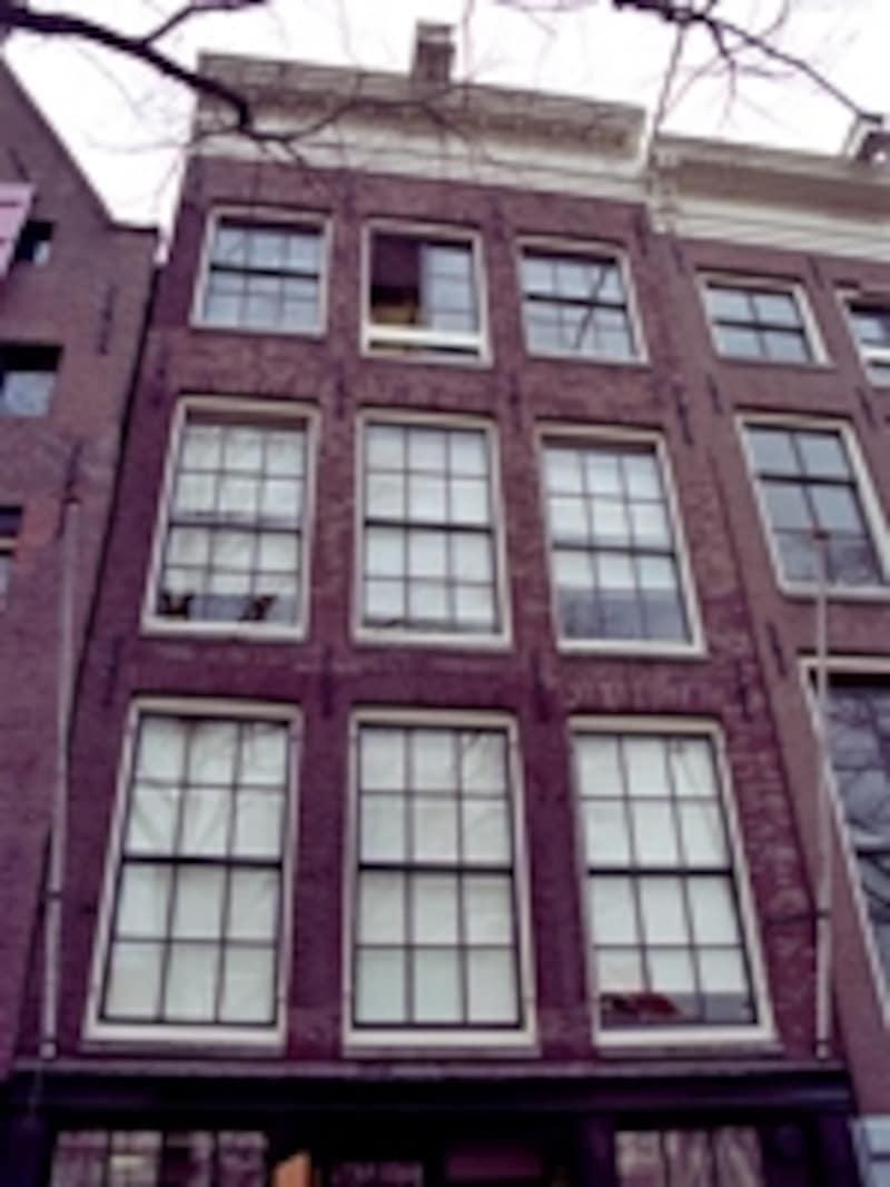 アムステルダムのアンネ・フランクの家。本棚の裏に秘密の通路があり、その奥に一家が住んでいた
