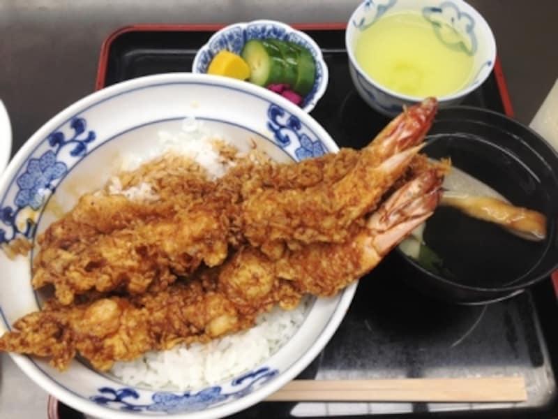 大きな2本の海老入りの「天丼」