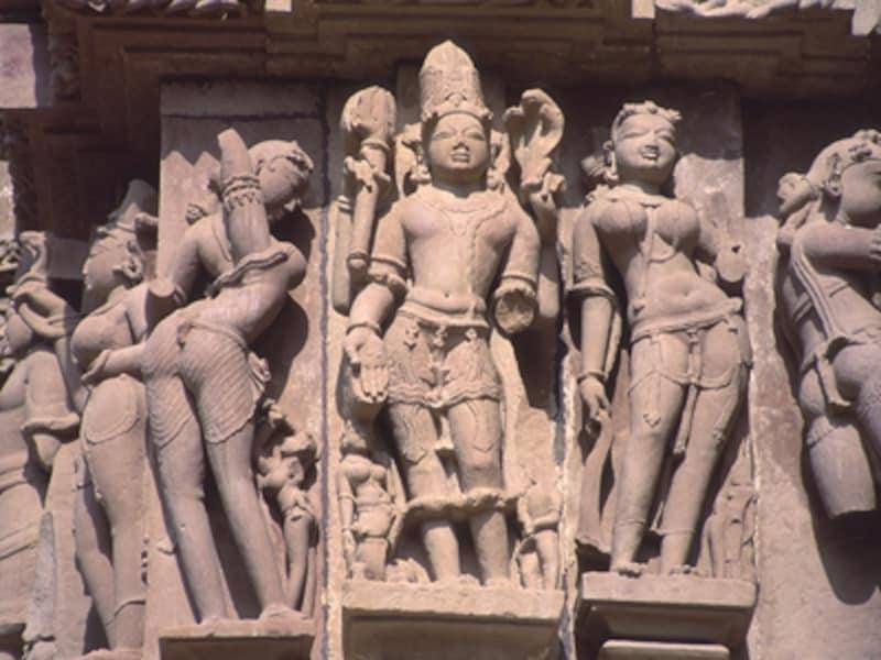 とてもセクシーな女神像アプサラ。古代インドの人々は、性の力=シャクティこそ力の根源で、シャクティは生命を生み出す女性にこそ宿ると考えた©牧哲雄