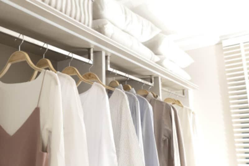 クローゼットを活用して、服やバッグを効率よく収納しましょう
