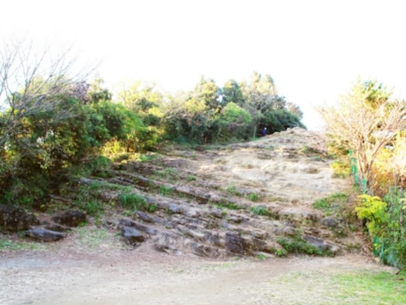 階段のような大平山の岩塊