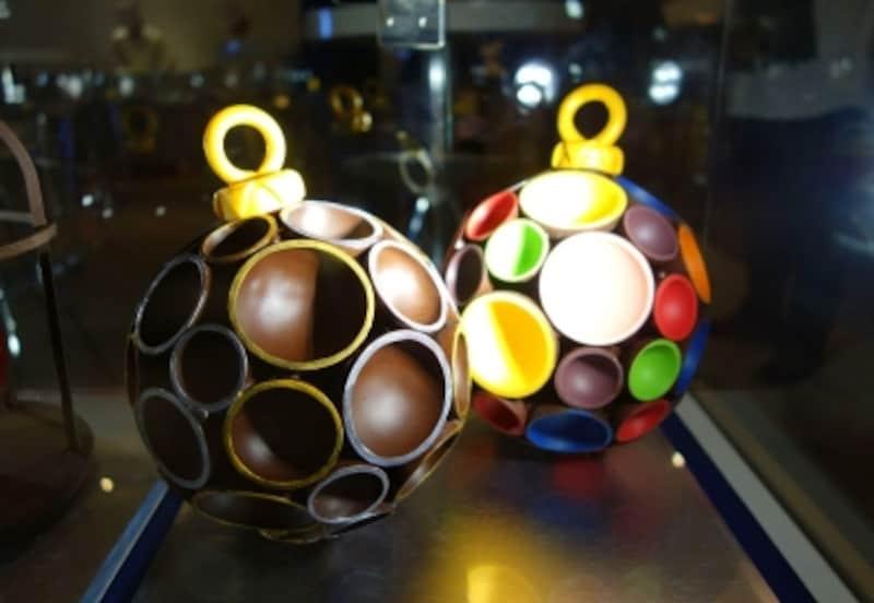 チョコレートがノエルのボール飾りのよう