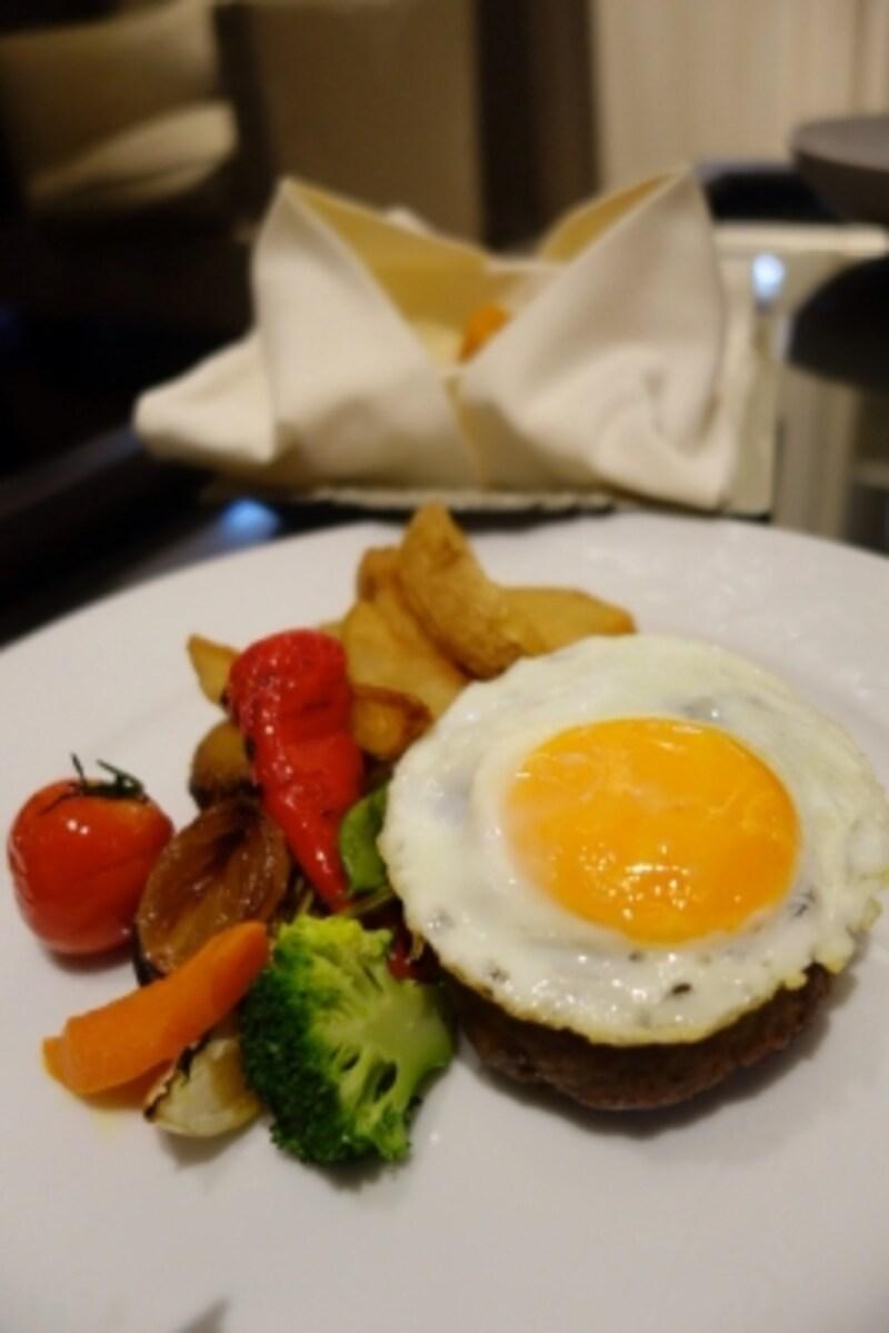 「牛ミンチハンバーグ半熟卵添え」¥2,670