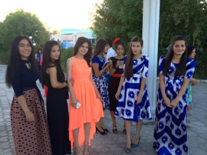 トルクメニスタンの双子アイドル...