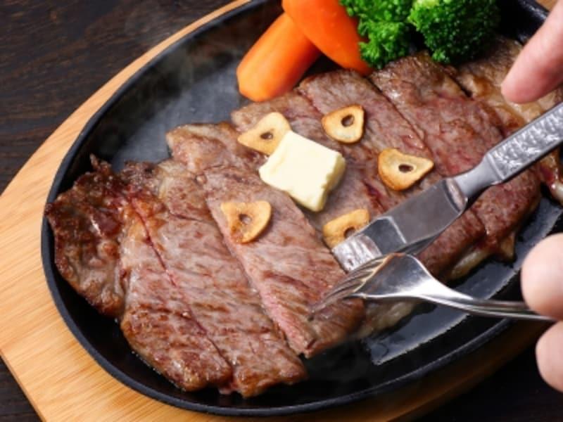 ダイエット中だからと肉を敬遠するのもたんぱく質不足に!