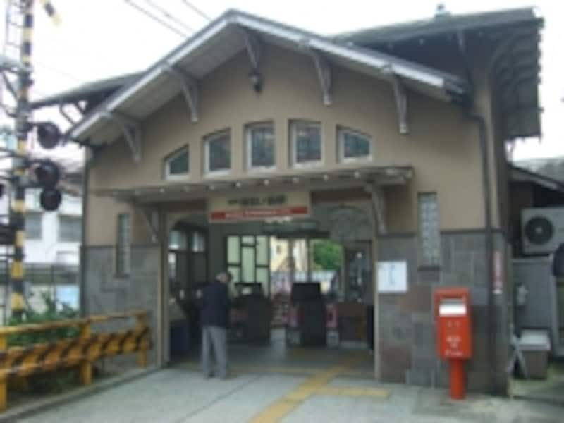 お隣(北側)駅である「諏訪の森」駅。駅前には「イオンタウン諏訪の森」がある。