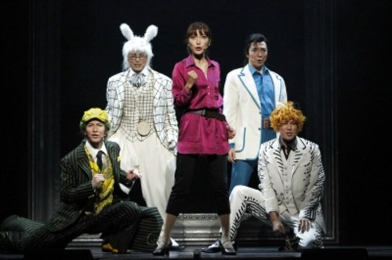 『アリス・イン・ワンダーランド』初演の舞台より。撮影:渡部孝弘