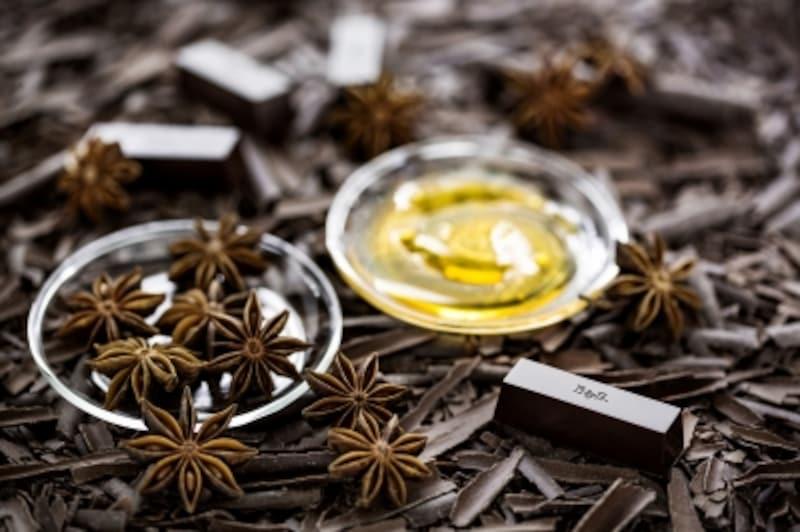 Darkchocolate/Staranise/Honey.